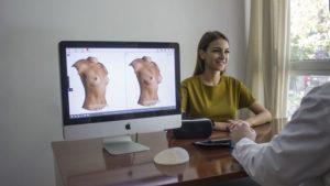 Augmentation de la taille des seins par ordinateur avant chirurgie